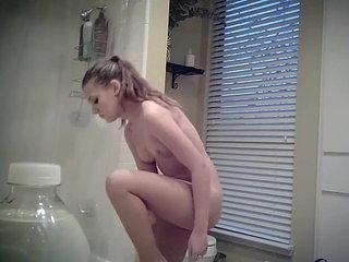 HOT TEEN SPYING BATHROOM SHOWER NAKED VOYEUR
